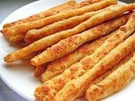 Рецепта Солени пръчици / пурички / соленки с кори за баница, извара и сирене